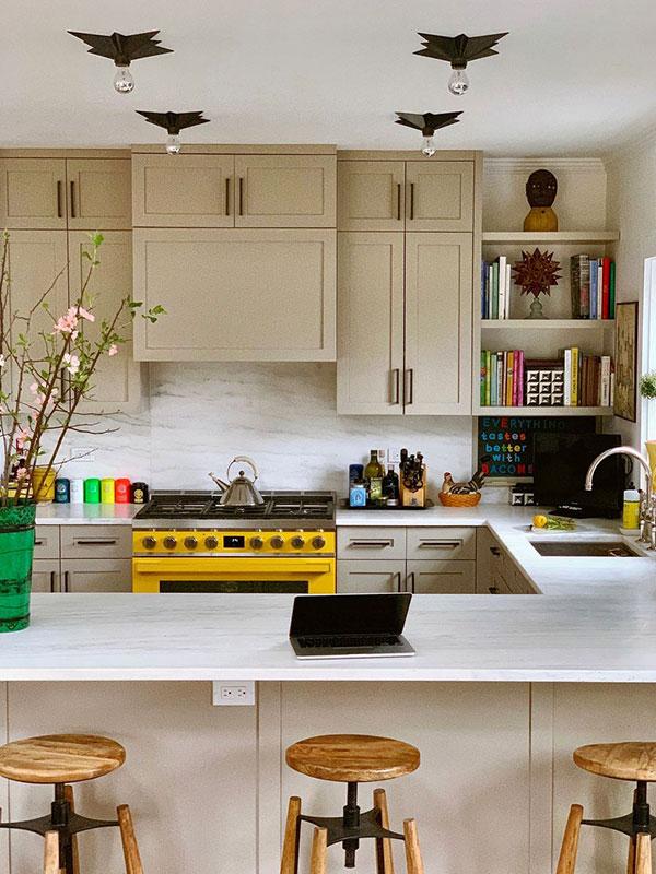 серебристые лампы на кухне
