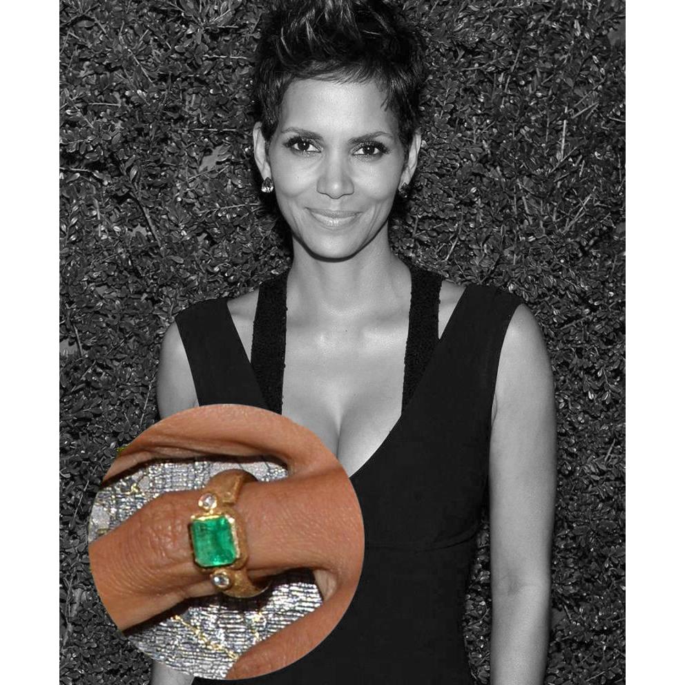 кольцо с изумрудом Холли Берри