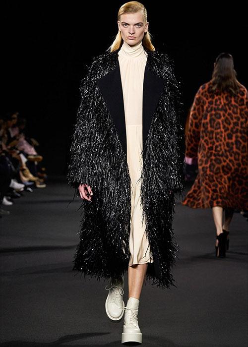 пальто с бахромой