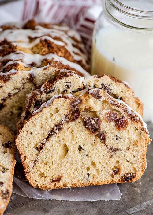 хлеб с изюмом и корицей