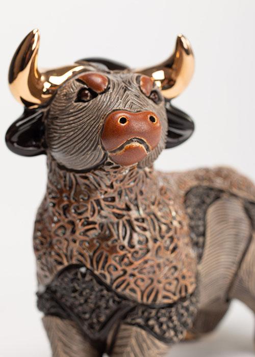 фигурка быка